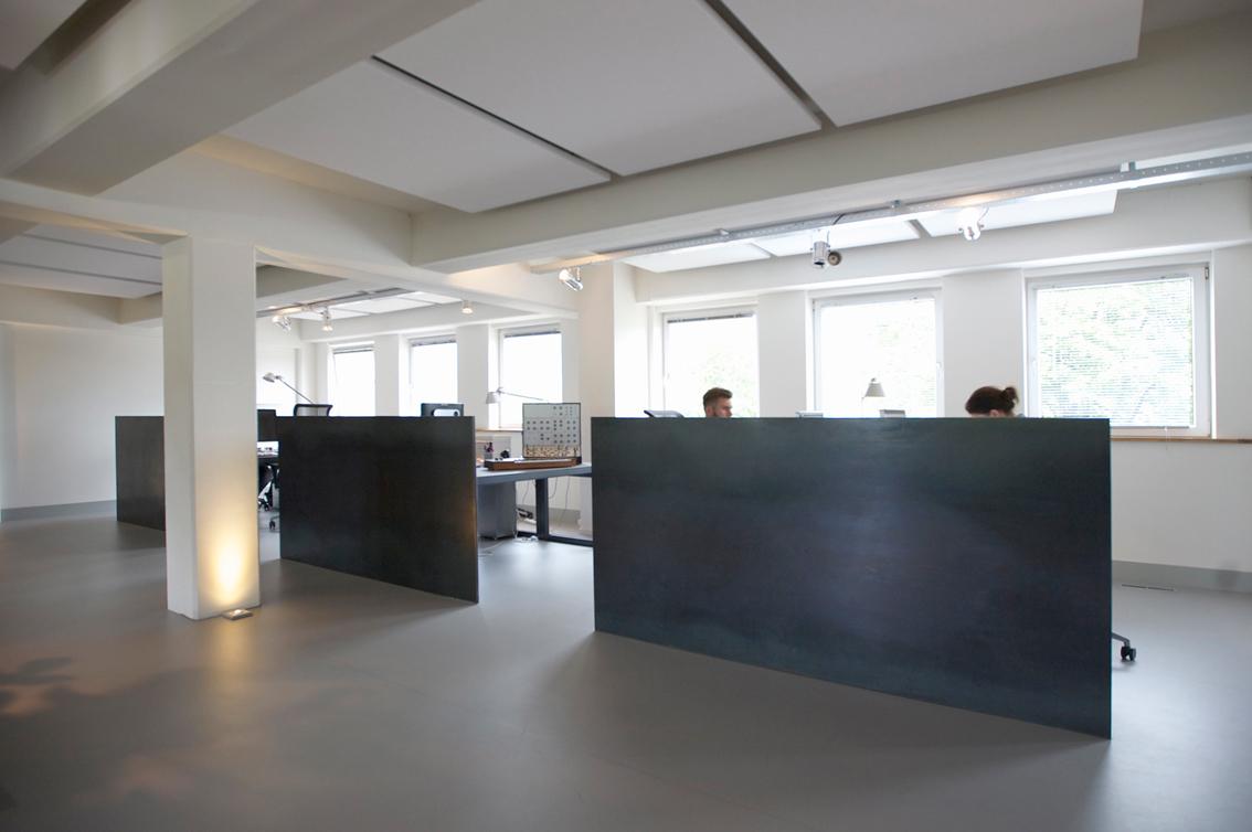 schwandt infographics,infographics,houten,kantoor,ontwerpbureau,vilt,staal,kratten,kisten,interieur,graanfabriek,fluor oranje,neon oranje,desktop,warm grijs,kabelgoten,meeder ontwerpers,roos meeder